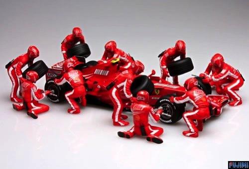 Scalehobbyist Formula 1 Pit Crew Set A by Fujimi Models